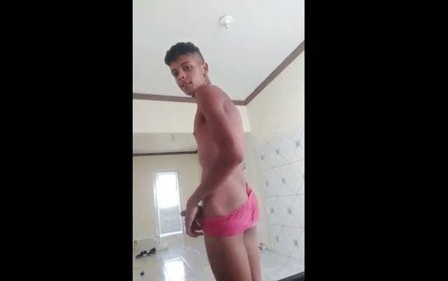 Video amador com novinho brasileiro da rola grande
