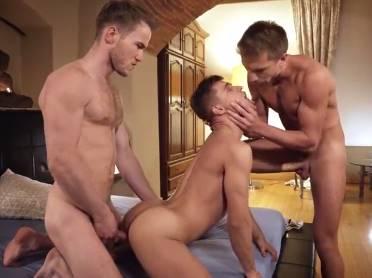 Sexo entre boys novinhos que adoram fazer sexo