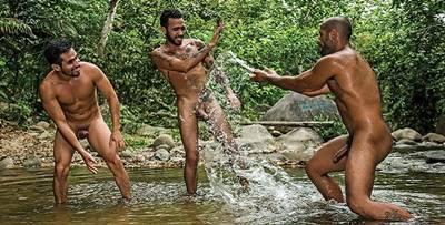Homens se pegando
