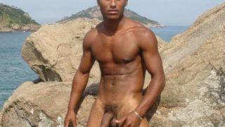 Morenos pelados – fotos de garotos morenos nus de rola dura